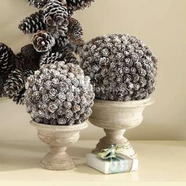 Серебряные шары из шишек для декора дома