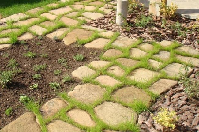 Каменная садовая дорожка из песчаника фото