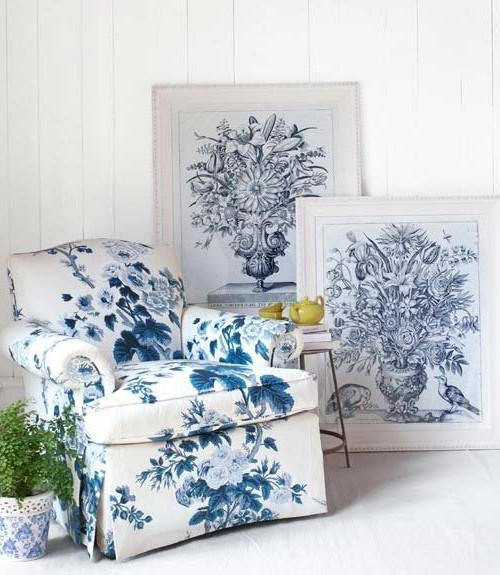 Цветочные принты в бело-синей гамме