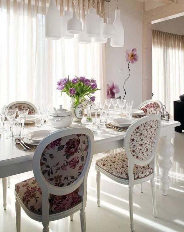 Мебель для столовой с цветочным принтом