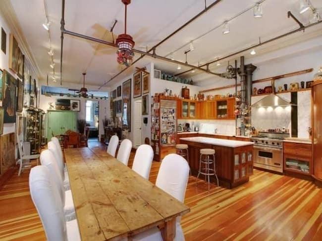 Много свободного пространства на кухне в стиле лофт