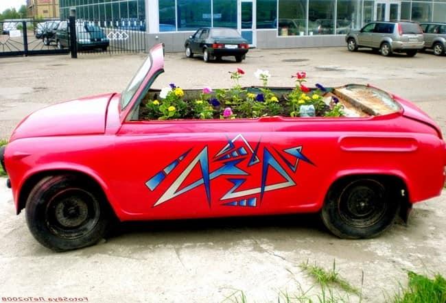 Клумба из машины: сажаем цветы в кузове