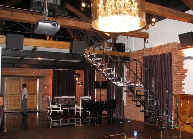 Лофт с лестницей