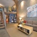 Лофт интерьер с лестницей