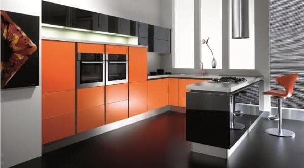 Черно-оранжевая кухня фото