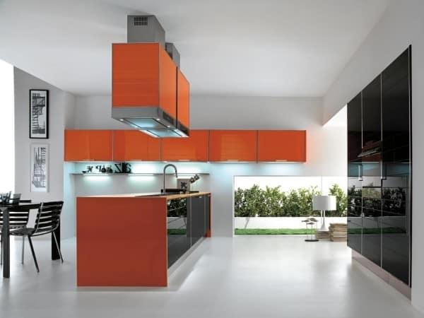 Дизайн кухни с оранжевым кухонным гарнитуром