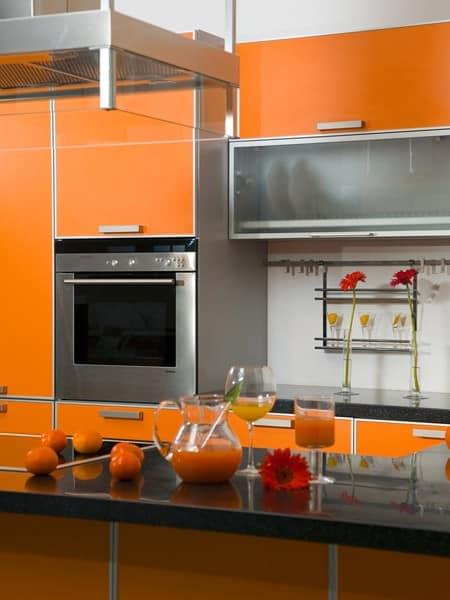 Оранжевый кухонный гарнитур для кухни