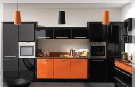 Черный и оранжевый цвет в дизайне кухни