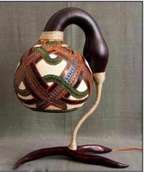 Настольная лампа из природных материалов