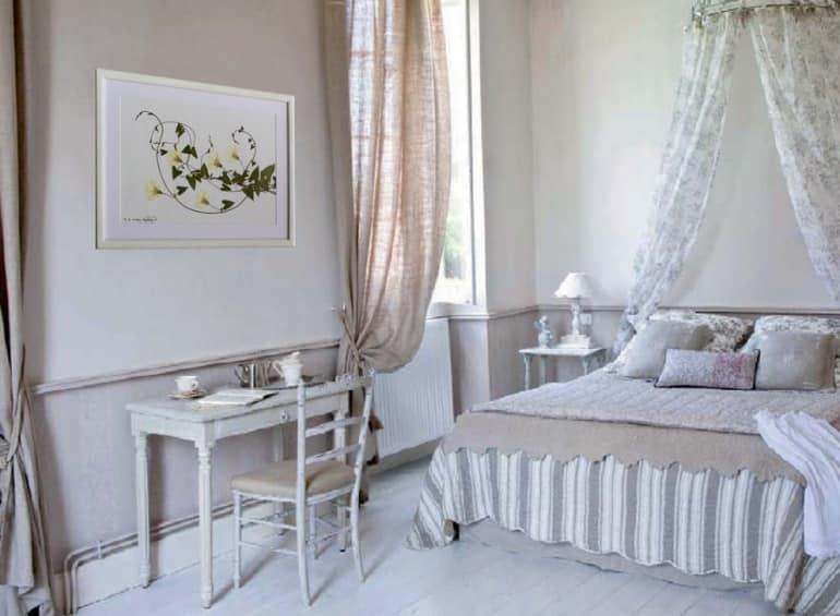 Нежный гербарий для спальни в романтическом стиле