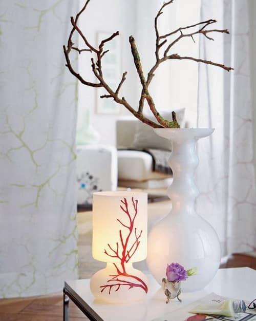 Красота в простом - декор из замшелых веток для белого интерьера