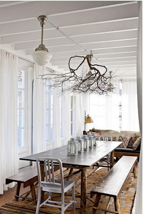 """Веранда с пластиковой отделкой украшена """"деревом"""" на потолке - интерьер выглядит по-новому"""