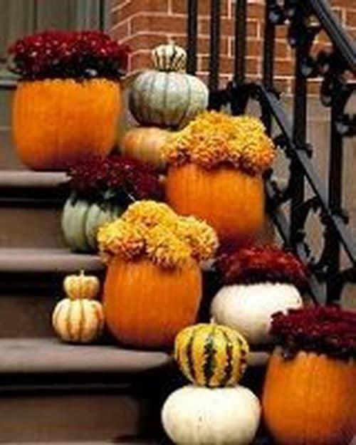 Вазоны из тыквы для декорирования лестницы