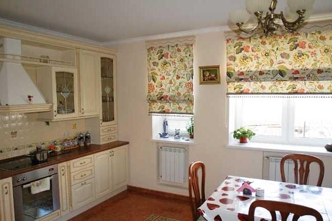 Римские шторы на кухне - это удобно и практично