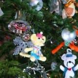 Мягкие игрушки на новогодней елке