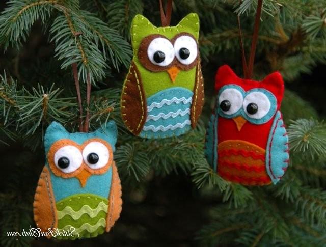 Украшение новогодней елки мягкими игрушками фото