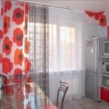Кухонные шторы с цветами и тюль