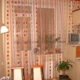 Длинные шторы-тюль на кухне