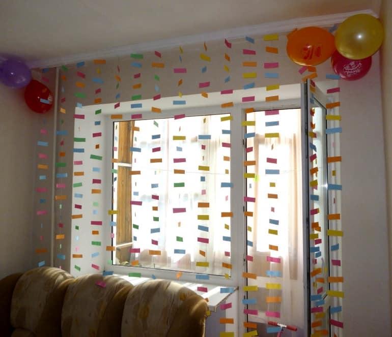 Для праздничного настроения меняем тяжелые зимние шторы на ажурные занавески