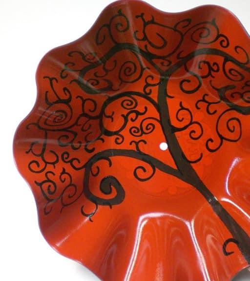 Вот такая она, ваза из виниловой пластинки