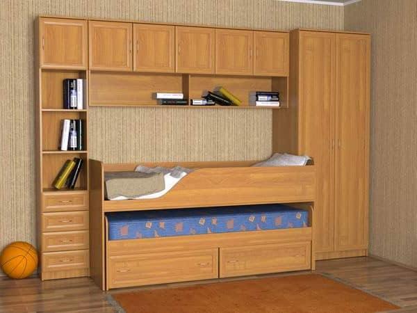Выдвижная детская кровать в стенке гостиной - решение для маленькой квартире