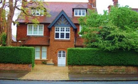 Низкие фундаменты - отличительная черта дома в английском стиле