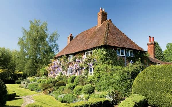 Маленький газон, маленький цветник - вот он английский дворик!
