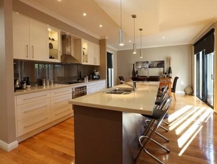 Барная стойка на кухне в виде острова фото