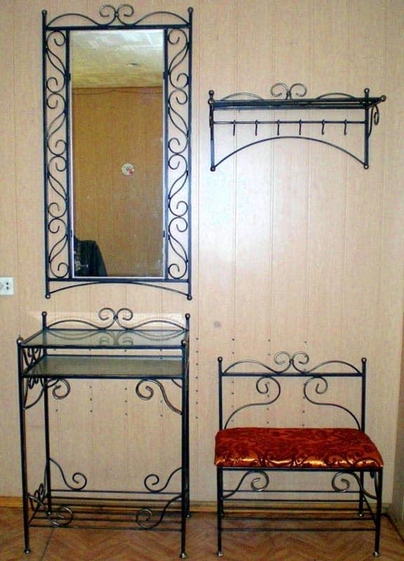Кованая мебель для прихожей - ощущение простора в ограниченном пространстве