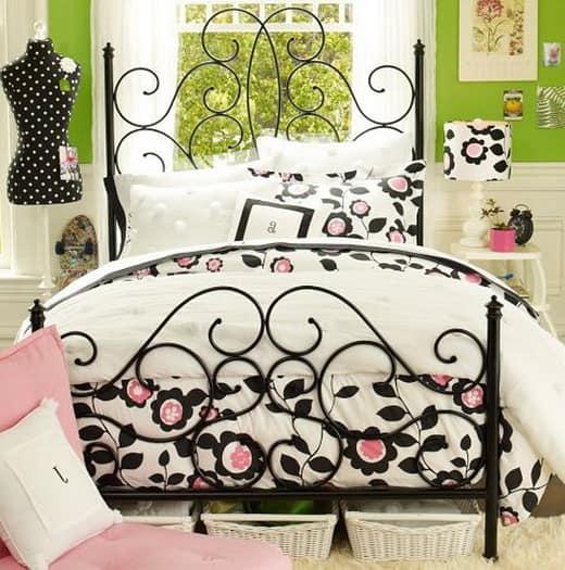 Кованая кровать - украшение винтажного интерьера