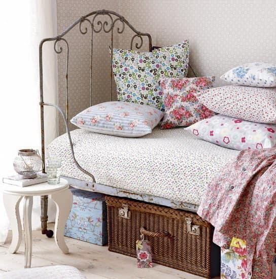 Кованая кровать в винтажном интерьере