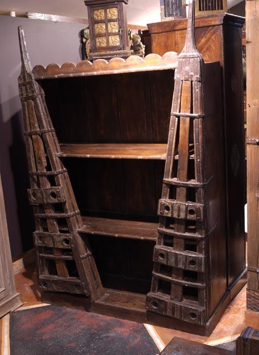 Кованый книжный шкаф для необычного интерьера