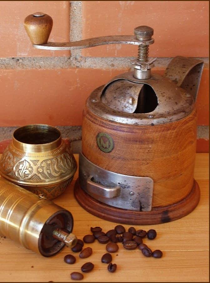 Кованая кофемолка и предметы для кухни - практичные украшения для интерьера