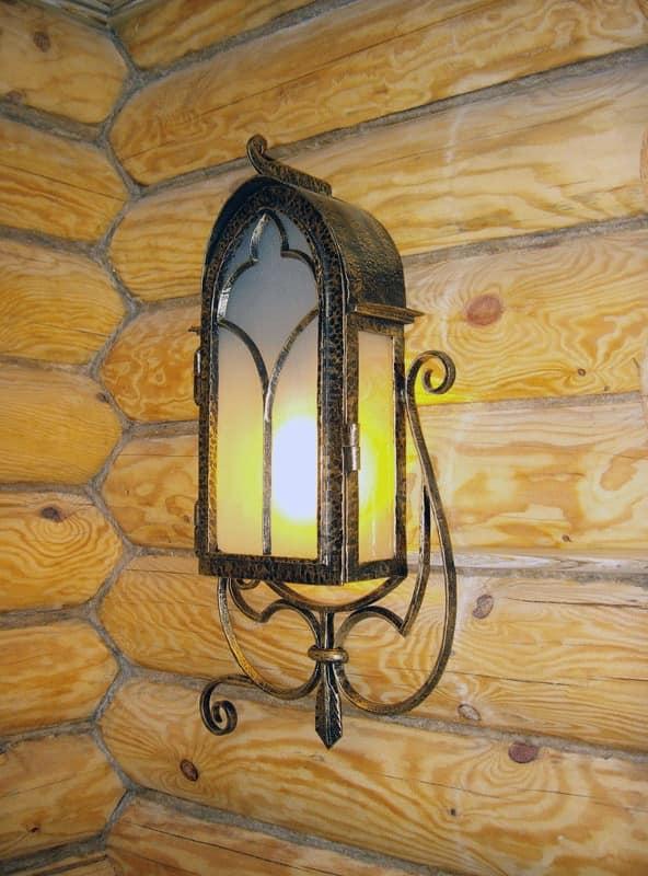 Кованый светильник в интерьере