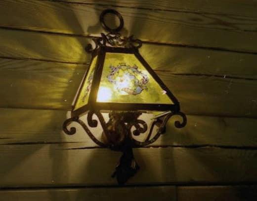 Кованый светильник в старинном стиле