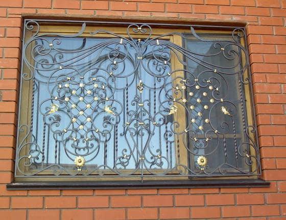 Кованая оконная решетка в стиле модерн