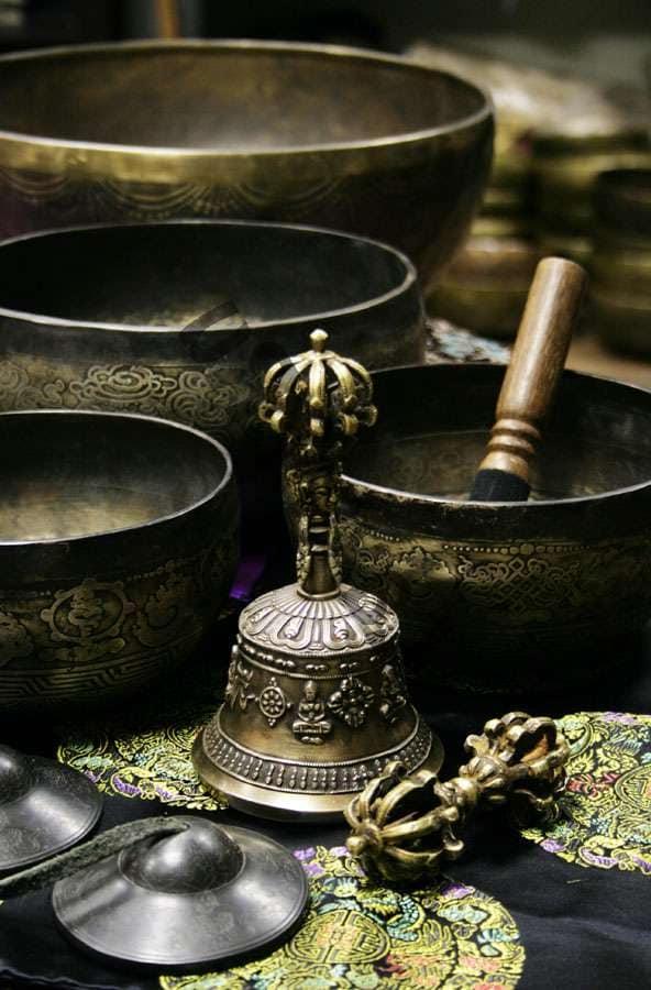 Кованые поющие чаши - украшение интерьера в восточном стиле