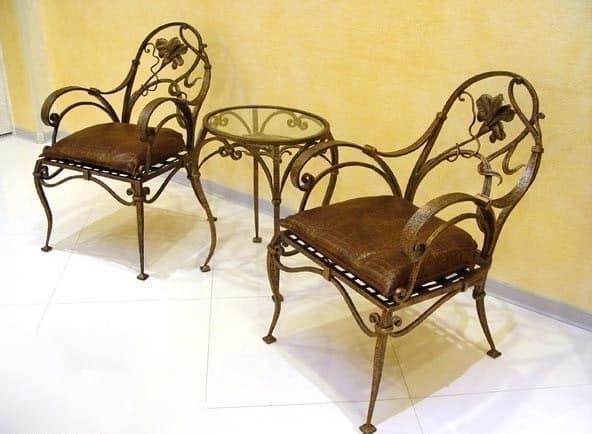 Уголок для отдыха с кованой мебелью