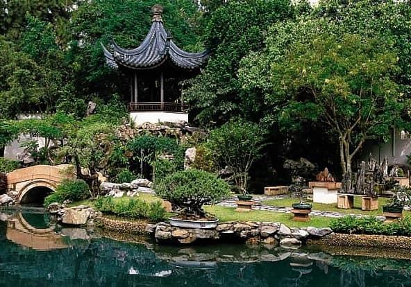 Лестница в дизайне сада в китайском стиле