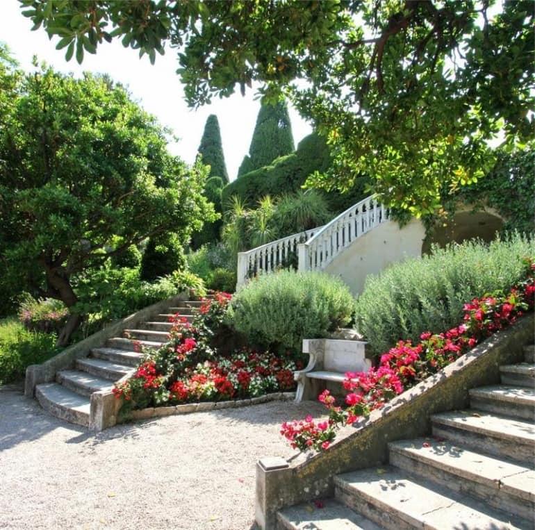 Дизайн лестницы в саду в регулярном стиле