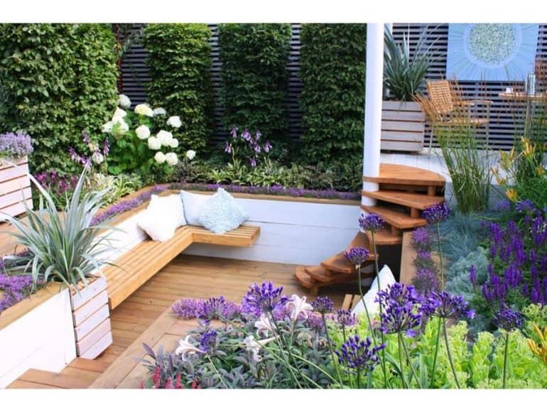 Лестница в саду в средиземноморском стиле