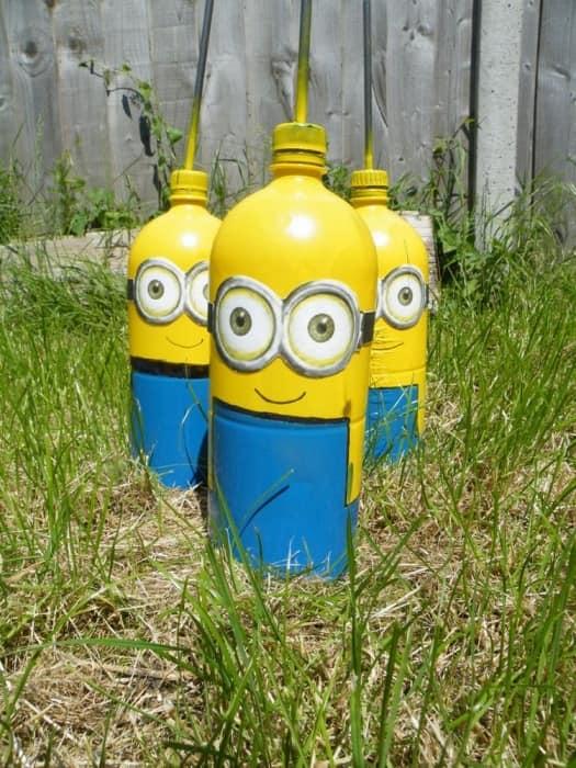 Забавные миньоны из пластиковых бутылок