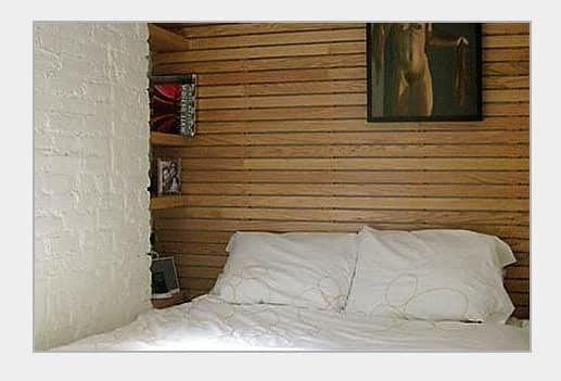 полоски из дерева в спальне