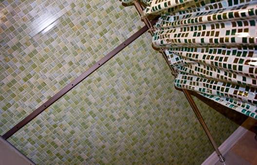 Потолок в ванной - Отделка ПВХ панелями в интерьере