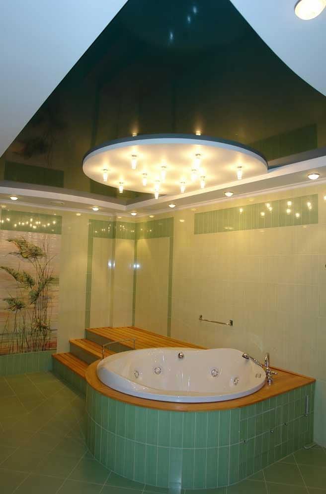 Дизайн потолка в интерьере ванной