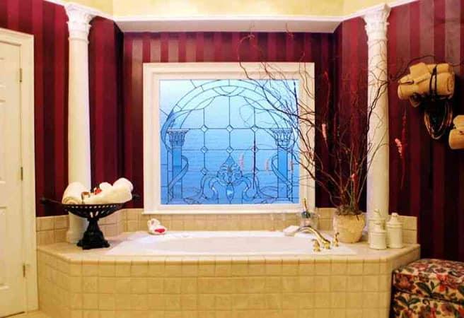 Фальшокно в интерьере ванной