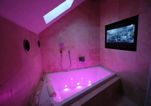 Декоративная подсветка в интерьере ванной