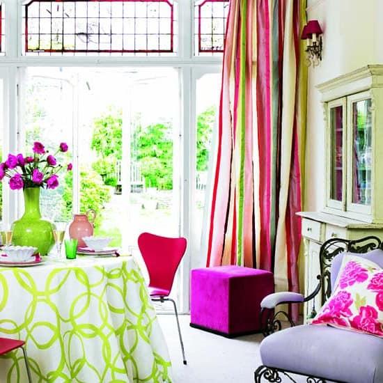 Оттенки зеленого и розового для весеннего текстиля в квартире