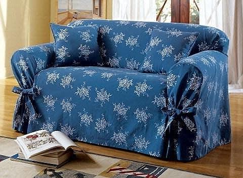 Весенний чехол на диван синего цвета