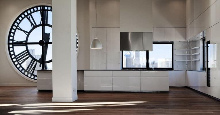 Часы в кухонном интерьере